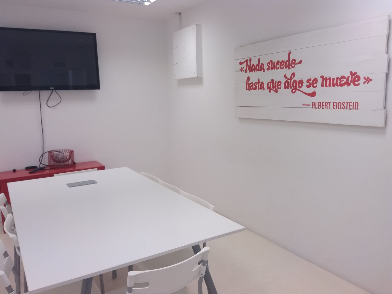 Sala de reuniones de la agencia de comunicación y marketing para empresas y organizaciones sociales ComuniCrece